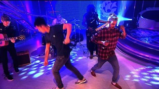 Rizzle Kicks Perform Mama Do The Hump
